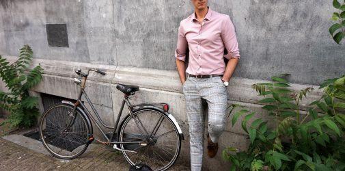 Chinosy w kratę – męska letnia elegancja