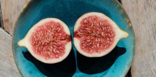 Pieczone figi z nadzieniem migdałowym